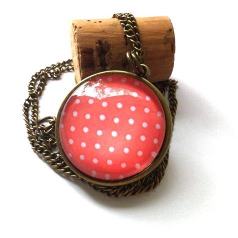Piros pöttyös nyaklánc
